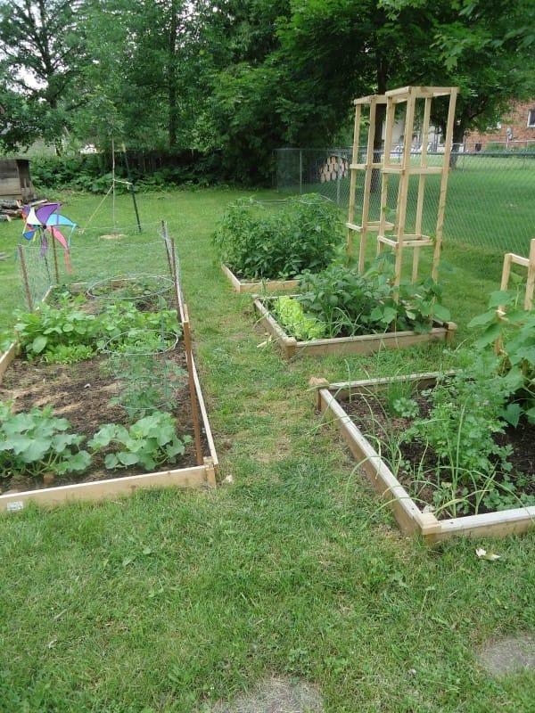 Como fazer um bonito caminho no jardim com restos de for Restos de azulejos baratos